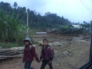 Enfants qui rentrent de l'école