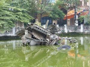 Avion détruit par l'aviation vietnamienne et resté dans le lac...